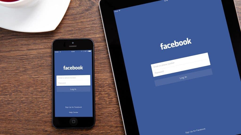 jimat-bateri-telefon-facebook-app